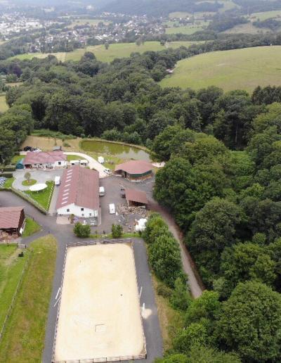 Luftbild Paulinenhof Veranstaltungsort der Präsenztage des BPCT Bildungswerk pferdegestützte Coachings & Trainings